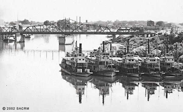 [Boats at anchor - M Street Bridge - Sacramento]