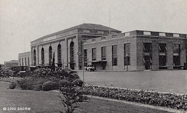[Automobiles - Southern Pacific depot - Sacramento]